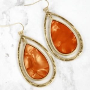 NWT BOUTIQUE    BEAUTIFUL EARRINGS   *GREAT GIFT*